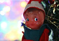 CATCH A SMILE (Anne-Miek Bibbe) Tags: catchasmile smileonsaturday happpysmileonsaturday elf christmas kerst kerstmis kneehuggerelf canoneos70d annemiekbibbe bibbe nederland 2019 tabletopphotography vintage vintagetoy