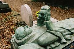 PL3-073-35 (David Swift Photography) Tags: davidswiftphotography parisfrance perelachaisecemetery fernandarbelotgraveperelachaisecemetery sculpture graves tombstone historiccemeteries 35mm nikonfm2 kodakportra