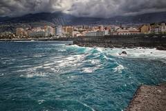 Atlantik im Herbst... (D.Purkhart) Tags: teneriffa puertodelacruz wellen wolkenhimmel wolken türkis atlantik hafenbecken this photo rocks thisphotorocks