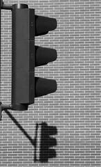 Waiting For Green... (TablinumCarlson) Tags: köln eu europe europa germany deutschland nrw kölle colonia cologne südstadt severinsviertel leica dlux 6 brd rheinland north rhinewestphalia nordrheinwestfalen rhein rhine severin hafen minimalism minimalismus ampel schatten shadow blackwhite bw sw schwarz weis black white trafficlight traffic lights verkehr grün green
