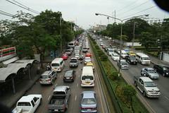 exodus (the foreign photographer - ฝรั่งถ่) Tags: traffic phahoyolthin road bangkhen bangkok thailand canon