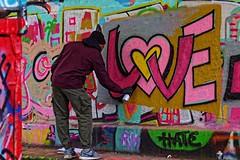 Le graffer (Edgard.V) Tags: paris parigi street art urban urbano callejero arte mural graffiti graf pixação love bercy