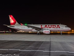 Laudamotion OE-LMC HAJ at Night (U. Heinze) Tags: aircraft airlines airways airplane planespotting plane flugzeug haj hannoverlangenhagenairporthaj night nightshot olympus omd eddv em1markii 12100mm