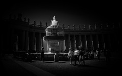 Dark fall (.KiLTЯo.) Tags: kiltro roma rome vaticano vatican square saintpeter sanpedro street urban dark bw blackandwhite longexposure water fountain people motion blur