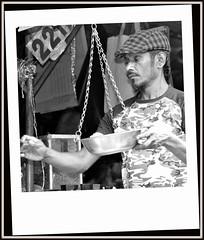 Marché de Kandy au Sri Lanka. (scoubidou13) Tags: marché portrait srilanka blackandwhite absoluteblackandwhite bw