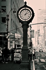 2:05 (sjnnyny) Tags: clock d750 afsnikkor2485f3545gedvr stevenj sjnnyny nyc streetview manhattan fifthavenue nylife sidewalkscene midtown hotdogcart traffic