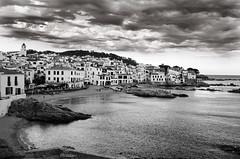 Costa Brava (tonomf) Tags: costabrava pueblo paisaje nubes nikon nikond5100 marmediterráneo