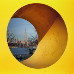 Through the hole (erichudson78) Tags: usa nyc newyorkcity brooklyn williamsburg jaune yellow hole trou canonef24105mmf4lisusm canoneos6d square carré paysageurbain urbanlandscape empirestatebuilding