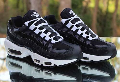 Nike Air Max 95 Women's Size 6 Black White 307960 016 a