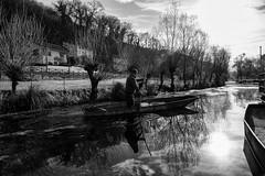C'è senz'altro qualcosa, nel pescare, che tende a produrre gentilezza di spirito e pura sincerità della mente. (michelina cipro) Tags: pescatori pesca fiume blackandwhite acqua riflessi ombre vita pesci barche alberi luce italy