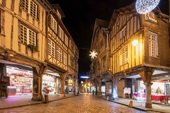 old town (Patrick Doreau) Tags: colombage old ancien immeuble ville city street rue nuit night lumière light noël christmas dinan bretagne