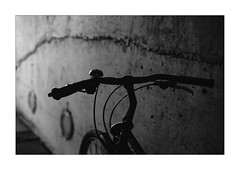 driving home (Armin Fuchs) Tags: arminfuchs lavillelaplusdangereuse bicycle wall light niftyfifty