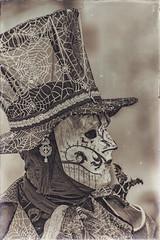 Le masque du Dragon (Francis =Photography=) Tags: dragon masque mask riquewihr alsace hautrhin carnival carnaval 2018 venetiancarnival grandest costumes suit venise venice canon600d carnavalvenitien costume france personnes bordurephoto europa europe yeux eyes 68 chapeau hat hut violon violoniste musique music costumées carnavalvénitien extérieur costumés