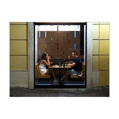Inside the window (Franco & Lia) Tags: street fotografiadistrada photographiederue strasenfotografie sorrento campania bar dinotte notte bynight night