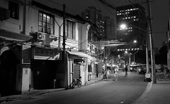 Shanghai - Fangbang Road (cnmark) Tags: china shanghai huangpu district fangbang road street strase night nacht nachtaufnahme noche nuit notte noite schwarzweiss bw sw black white 中国 上海 黄浦区 方浜路 ©allrightsreserved