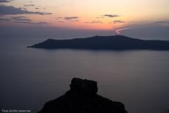 Coucher de soleil sur la caldeira (Lucille-bs) Tags: europe grèce cyclades santorin caldeira coucherdesoleil couleur paysage mer