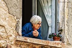 'A Finestra (espressività 2) - At the Window (expressiveness 2) (Eugenio GV Costa) Tags: approvato ritratto street finestra window signora lady