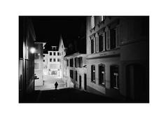 Luzern (SinoLaZZeR) Tags: 瑞士 卢塞恩 黑白 胶片 胶卷 胶卷照片 徕卡 徕卡相机 街头摄影 琉森 人物 欧洲 古城 古城区 luzern lucerne street streetphotography schwarzweiss streetlife switzerland schweiz leica leicam2 leitz m2 monochrom monochrome summaron35f28 35mm ilford ilfordhp5plus400 ilfordhp5 hp5 candid cityscapes city urban urbanlife europe europa analog film filmisnotdead analogue
