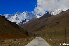 CAMPO BASE EVEREST (RLuna (Instagram @rluna1982)) Tags: tibet nepal mountain nature asia canon viaje landascape travel holidays vacaciones everest himalaya rluna rluna1982 trip ecologia spotlight instagramapp photography natural basecamp caranorte tingri lhasa china carretera camino trail