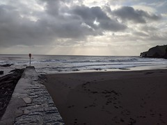 Horizon (ancientlives) Tags: dawlish devon england uk southwest coast coastalpath coastline coastal corytoncove beach sand waves sea pier walking walkingthedog friday december 2019 winter