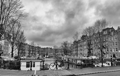 Da Costakade 23-12-19 (c.stoof) Tags: dacostakade amsterdam oudwest west cityscape city clouds bridge bike facades houseboat