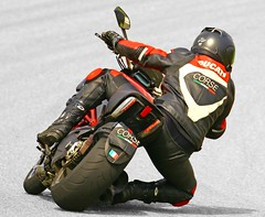 DUCATI (driver Photographer) Tags: 摩托车,皮革,川崎,雅马哈,杜卡迪,本田,艾普瑞利亚,铃木, オートバイ、革、川崎、ヤマハ、ドゥカティ、ホンダ、アプリリア、スズキ、 aprilia cagiva honda kawasaki husqvarna ktm simson suzuki yamaha ducati daytona buell motoguzzi triumph bmv driver motorcycle leathers dainese motorcyclist motorrrad