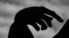 Las manos (Lea Ruiz Donoso) Tags: navalcarnero comunidaddemadrid madrid fotocreativa manos escultura