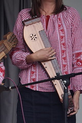 Dulcimers, etc. [Board Zithers] 35: Citera (of Zenga Londoni Citera Klub) (KM's Live Music shots) Tags: musicalinstrument hornbostelsachs chordophone citera zither hungary zengalondoniciteraklub victoriaembankmentgardens
