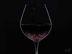 Tavernello 🍷 e LED... (Antonio Iacobelli (Jacobson-2012)) Tags: wine glass led red black silhouette bari fujifilm gfx50r fujinon 120mm