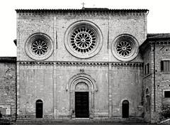 Assisi, Chiesa di S. Pietro (Mattia Camellini) Tags: rolleiflext tessar3575mm rolleikin chiesa church architecture italia umbria assisi chiesadisanpietro analog pellicola 120rollfilm kodakd76 kodakplusxpan mattiacamellini nandocamellini twinlens biottica zeiss