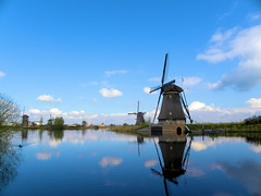 DSCN0877 (alainazer) Tags: kinderdijk nederland paysbas holland hollande eau acqua water ciel cielo sky moulin mulino moinhos mühlen mills windmill