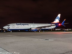 SunExpress TC-SOF HAJ at Night (U. Heinze) Tags: aircraft airlines airways airplane planespotting plane night nightshot haj hannoverlangenhagenairporthaj germany flugzeug eddv olympus omd em1markii 12100mm