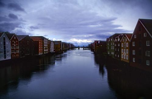 "Norwegen 1998 (446) Nidelva, Trondheim • <a style=""font-size:0.8em;"" href=""http://www.flickr.com/photos/69570948@N04/49288279301/"" target=""_blank"">View on Flickr</a>"