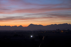 Tramonto friulano (Emilio Pellegrinon) Tags: friuli sunset tramonto fields colors crepuscolo colori mountain winter peak pentax k5 friuliveneziagiulia pentaxk5 landscape paesaggio panorama campi hills colline