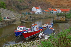 D23458.  Staithes. (Ron Fisher) Tags: boat fishingboat staithes northyorkshire yorkshire northeastengland england gb uk greatbritain unitedkingdom europe europa village dorf panasonic panasoniclumixfz1000 lumix