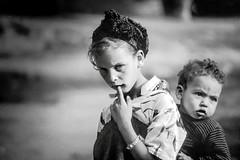 Maroc - Dans les montagnes de l'Atlas (RéGis.) Tags: ⵉⴷⵔⴰⵔⵏ ⵏ ⵡⴰⵟⵍⴰⵙ جِـبَـال الْأَطْـلَـس jibāl alʾaṭlas maroc montagnes atlas child enfant children