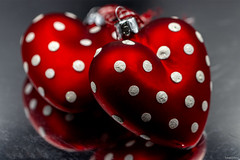 #Redux2019 Spotted Hearts (fotowayahead) Tags: red macromondays redux2019 reflection hearts christmas macro