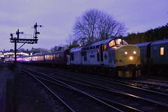 "37688 TNT 40106 Bridgnorth { 1710 Kidderminster ~ Bridgnorth } 281219     S Widdowson (50008""thunderer"") Tags: 37688 great rocks class 37 bridgnorth svr severn valley railway diesel locomotive"