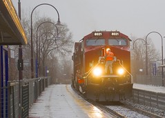 Getting back onboard (Michael Berry Railfan) Tags: cp canadianpacific cp143 valois pointeclaire montreal vaudreuilsub ge generalelectric ac4400cwm cp8021