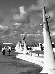 Cleveleys - yn yr haul / in the sun (Rhisiart Hincks) Tags: europeanunion undebewropeaidd architecture pensaernïaeth glanymôr seaside sunny heulog cloudy cymylog cynllunio design blackandwhite duagwyn england lloegr sirgaerhirfryn lancashire cleveleys promenade promenâd erdf blancinegre gwennhadu dubhagusgeal dubhagusbán bw zuribeltz blancetnoir blackwhite monochrome unlliw blancoynegro zwartwit sortoghvid μαύροκαιάσπρο feketeésfehér juodairbalta