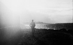 (Victoria Yarlikova) Tags: film analog darkroom scanfromnegative 35mm zenit122 epsonperfectionv700 expiredfilm filmphotography analogphotography retrocolours плёнка oldschoolcamera sovietcamera analogue scan cinematic monochrome blackandwhite grain filmgrain moody silhouette