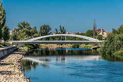 PODUL CENTENARIULUI (juan carlos luna monfort) Tags: oradea rumania reflejos bihor romania crisulrepede rio cieloazul nikond810 nikon24120 calma paz tranquilidad bridge