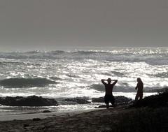 admiring the sea (lualba) Tags: sea meer menschen people light licht alentejo portugal