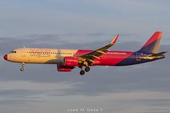 "Wizz Air A321-271NX HA-LVC ""Pink nose"" (José M. Deza) Tags: 20191226 a321271nx airbus bcn elprat halvc lebl planespotting spotter wizzair aircraft"
