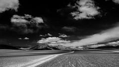Argentine - Paysage de la Puna argentina. (Gilles Daligand) Tags: argentine puna plateau ciel nuages noiretblanc bw monochrome