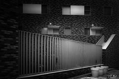 Paris_1119-142-2 (Mich.Ka) Tags: 17èmearrondissement paris paris17ème building bâtiment fenêtre grafic graphique graphismeurbain grille immeuble urbain urban window îledefrance