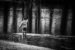 Un bain de pied en hiver. (LACPIXEL) Tags: hiver lac oldman viejo hombre homme âgé basedeloisirs baindepied winter lake reflection lago nikon reflet reflejo invierno footbath valdeseine bañodepies flickr noiretblanc nikonfr lacpixel ngc