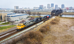 NS 1801 - Dayton, OH (Carlos Ferran) Tags: ns norfolk southern emd sd70acc locomotive railroad rail road rails 171 manifest heritage scheme heart texas gmtx dayton ohio oh bridge urban city loco ge