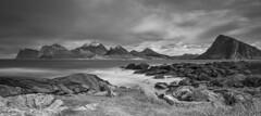 Storsandnes Beach; Blick Richtung Haukland (ulrichcziollek) Tags: norwegen lofoten storsandnes beach strand felsen brandung langzeitbelichtung landschaft