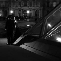 Just married (pascalcolin1) Tags: paris femme woman homme man mariés married couple lumière light ombres shade pyramid pyramide photoderue streetview urbanarte noiretblanc blackandwhite photopascalcolin 5omm canon50mm canon